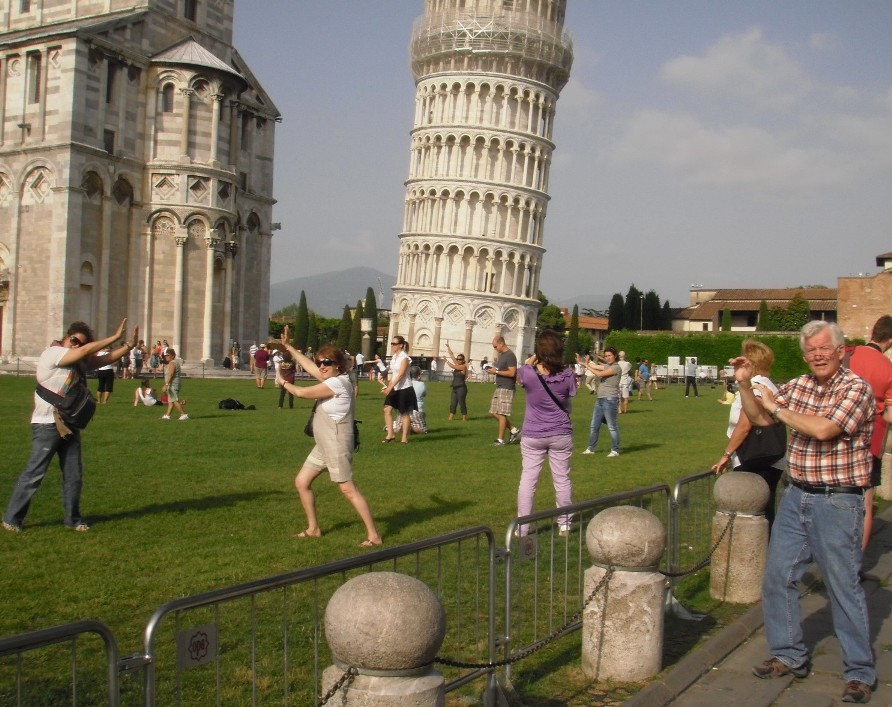 Leaning tower of pisa people